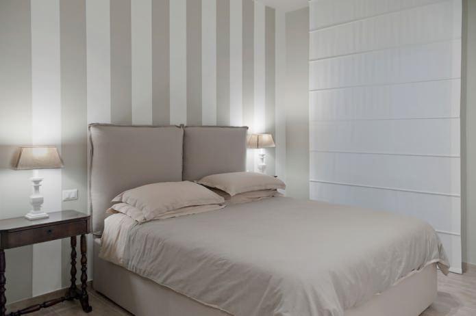 бело-серые стены в полоску