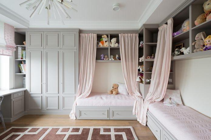 две кровати для девочек с занавесом