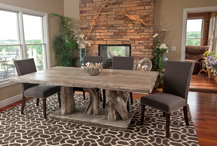 серый стол из дерева