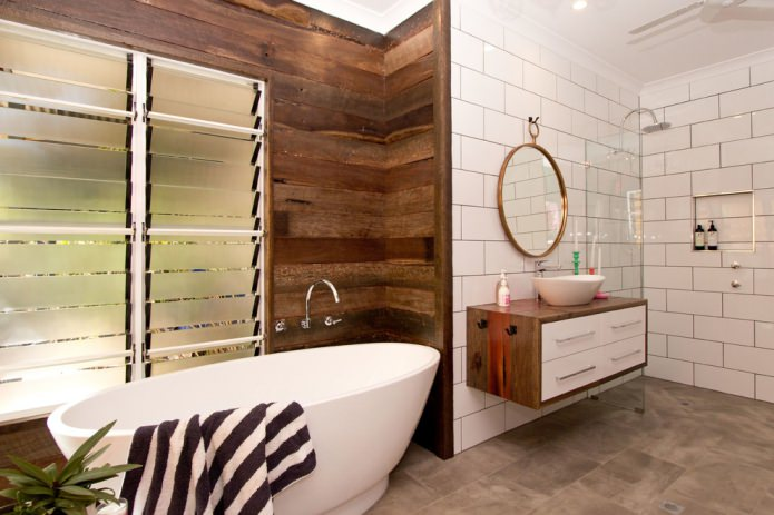 доски в отделке ванной