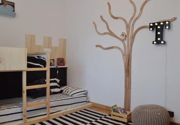 лаконичное дерево на стене в детской
