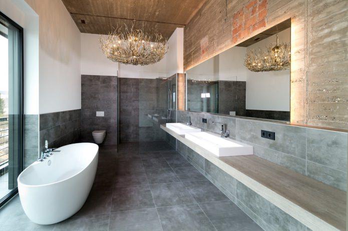 оригинальная люстра в ванной