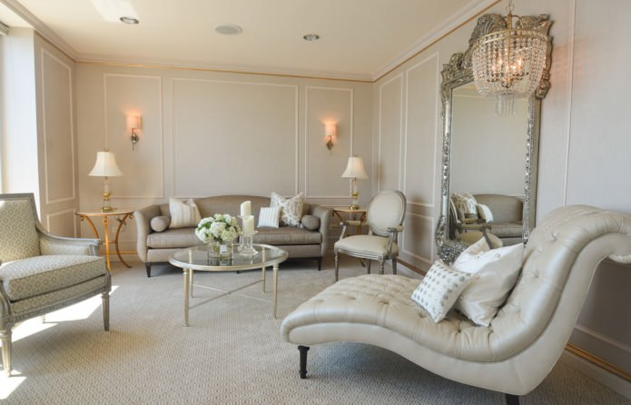 классическая гостиная в светло-бежевом цвете