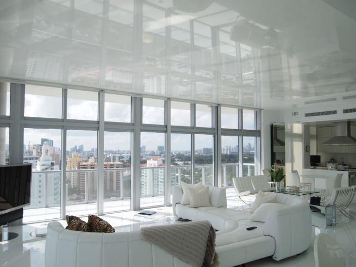 белый одноуровневый потолок