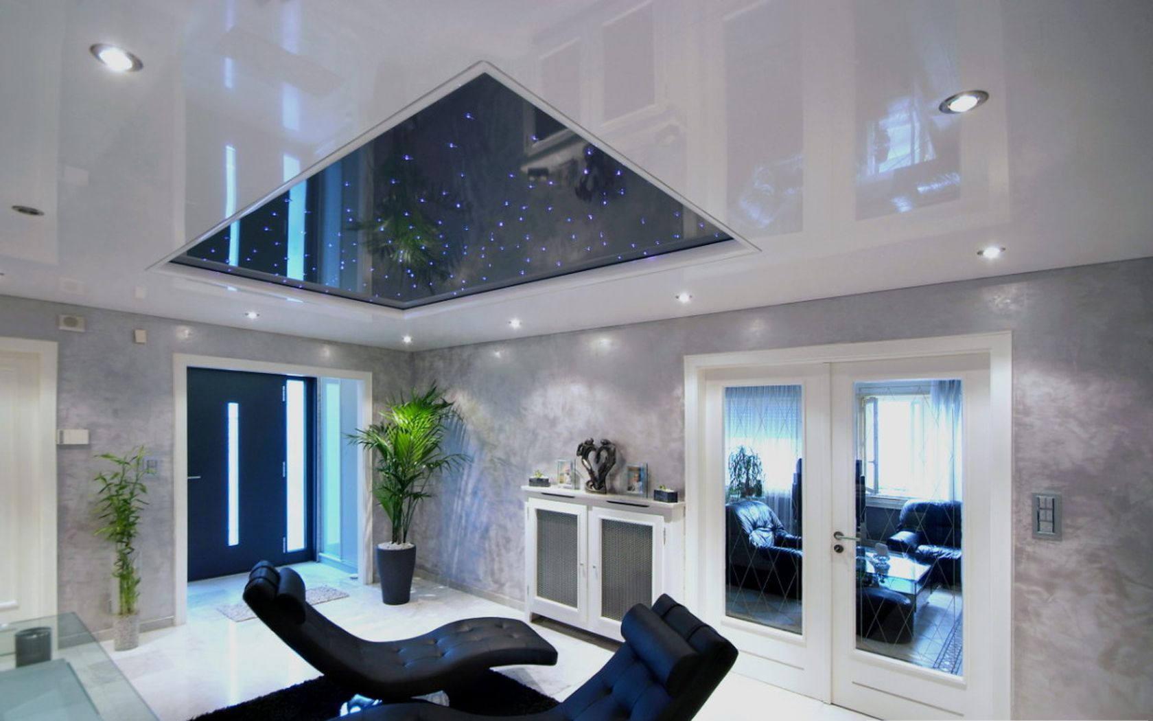 Фото с интерьер с натяжными потолками