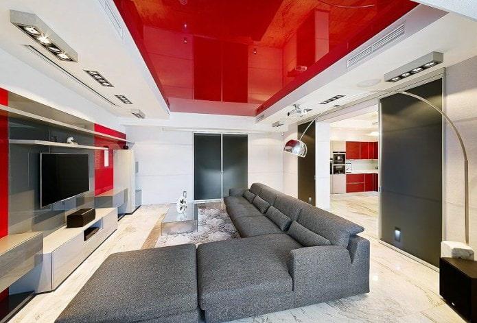 Бело-красный потолок