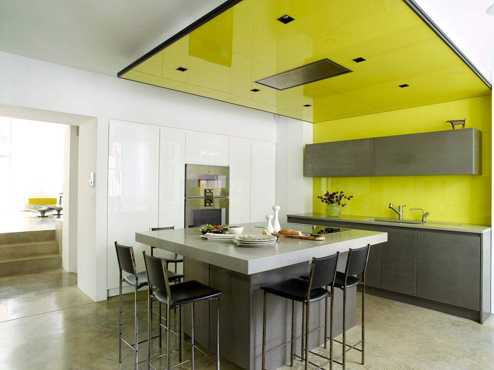 Дизайн стен и потолков на кухне фото