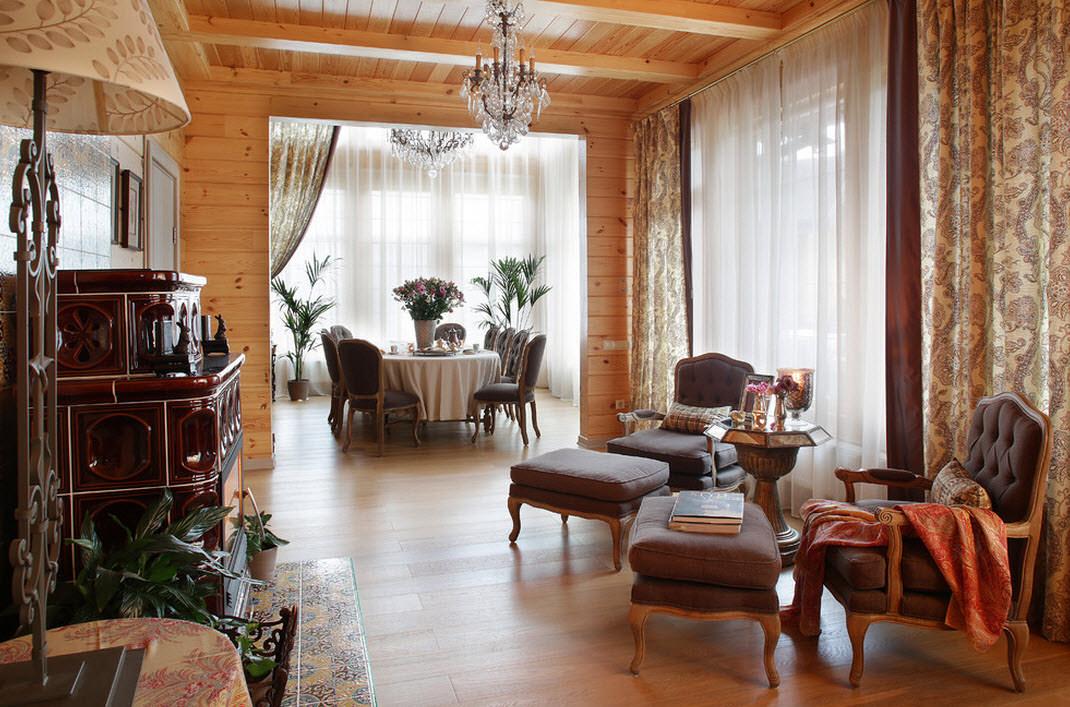 Интерьер загородного деревянного дома в классическом стиле фото