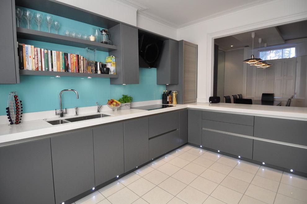 кухонный гарнитур серый фото счет правильно подобранного