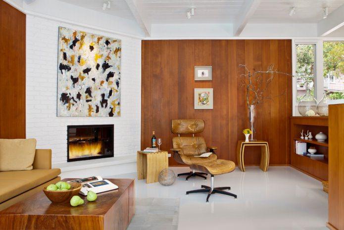 коричневый ламинат на стене в гостиной