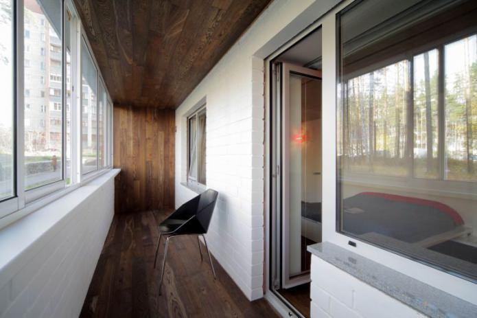 ламинат на стене и потолке лоджии