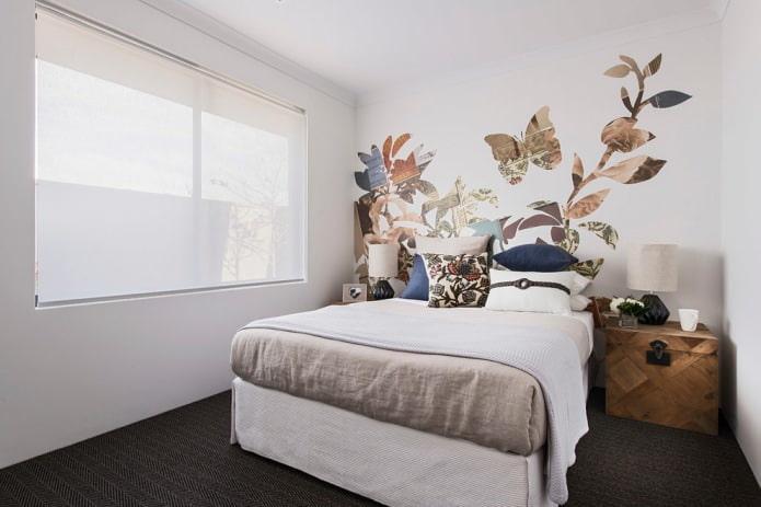 рисунок обоями на стене в спальне