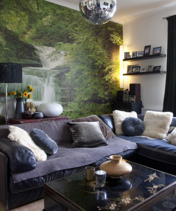 изображение водопада на обоях над диваном