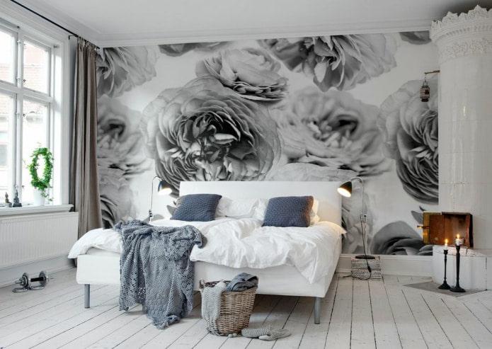 объемные черно-белые цветы в спальне