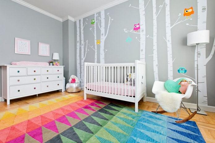 мультяшный лес в девчачьей детской на стене