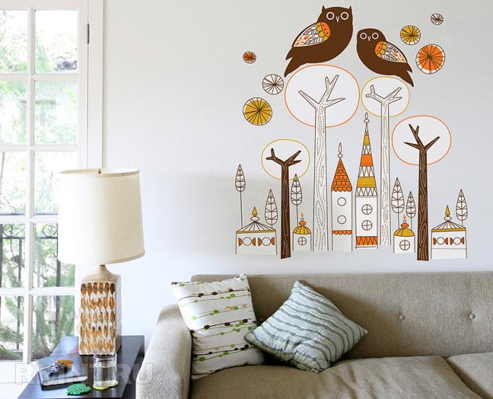 рисунок совы на ветках в гостиной на обоях