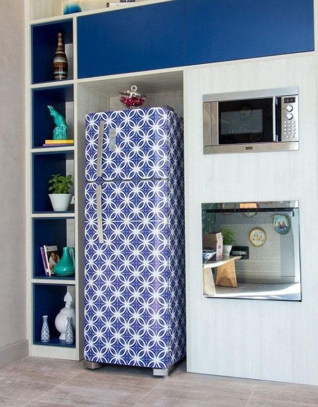 узорчатые обои на холодильнике