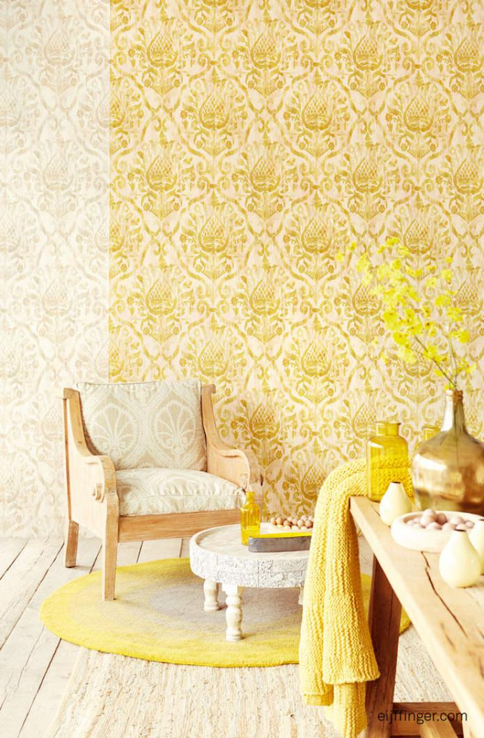 интерьер с золотом на стенах