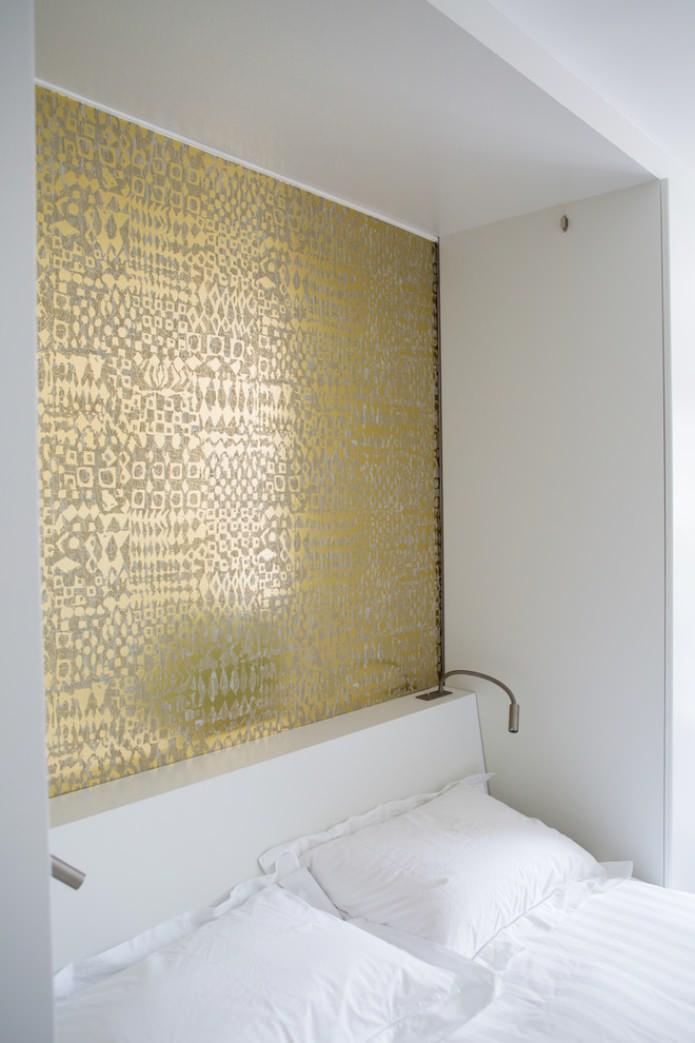 золото на стене в спальне