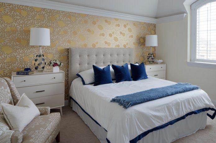 спальня в светлых тонах с синими <strong>интерьер спальни в бело-золотых тонах фото</strong> акцентами