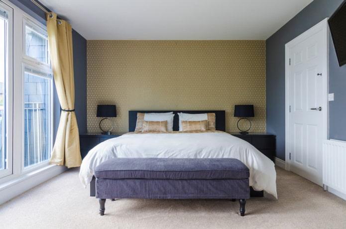 золотые шторы на люверсах в спальне
