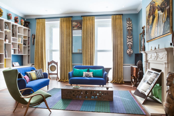голубые стены и золотые <em>золотой тюль в интерьере фото</em> шторы