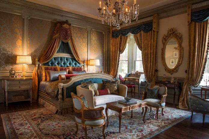 синие и золотые шторы в спальне в стиле барокко