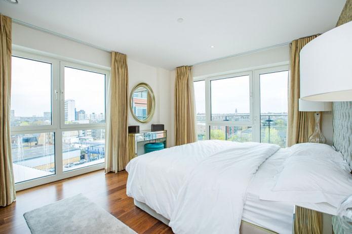 золотые портьеры в спальне