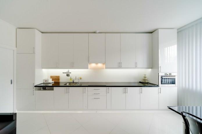 Белый кухонный гарнитур: особенности выбора, сочетания, 70 фото в интерьере - 11