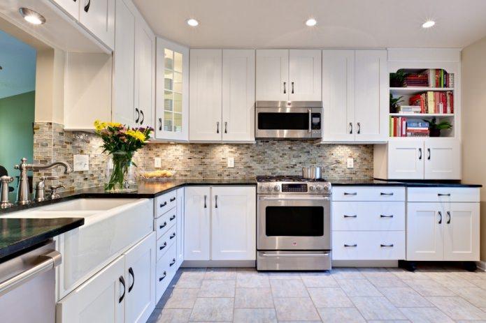 Белый кухонный гарнитур: особенности выбора, сочетания, 70 фото в интерьере - 12