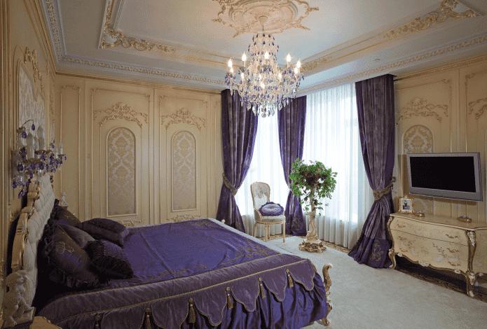 фиолетово-бежевая спальня в стиле барокко