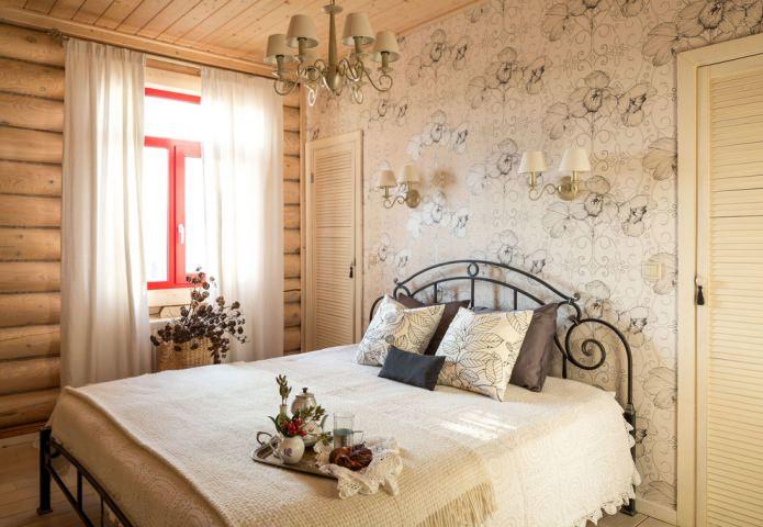 спальня в нейтральных цветах в бревенчатом доме