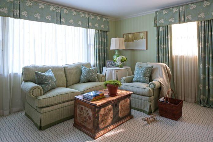 зеленые обои в гостиной в стиле кантри
