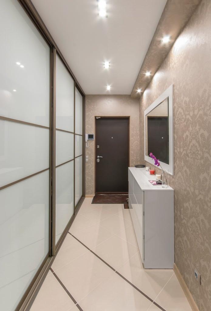 Натяжной потолок в коридоре и прихожей: 60+ фото, современные идеи оформления