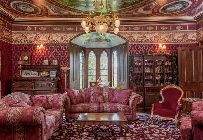 Красно-коричневая гостиная в классическом стиле