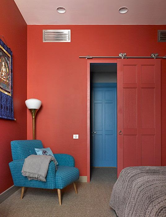 красно-синяя комната