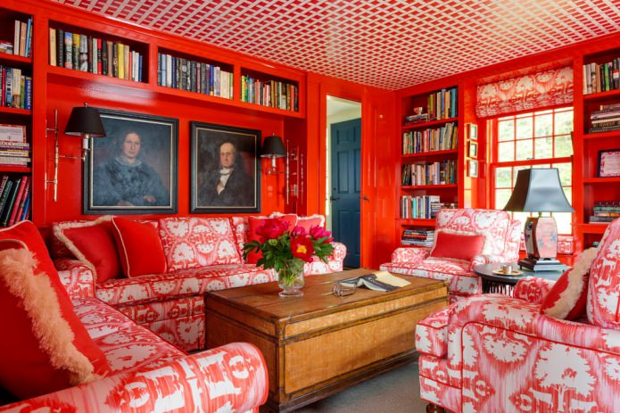 римские шторы с красно-белым рисунком