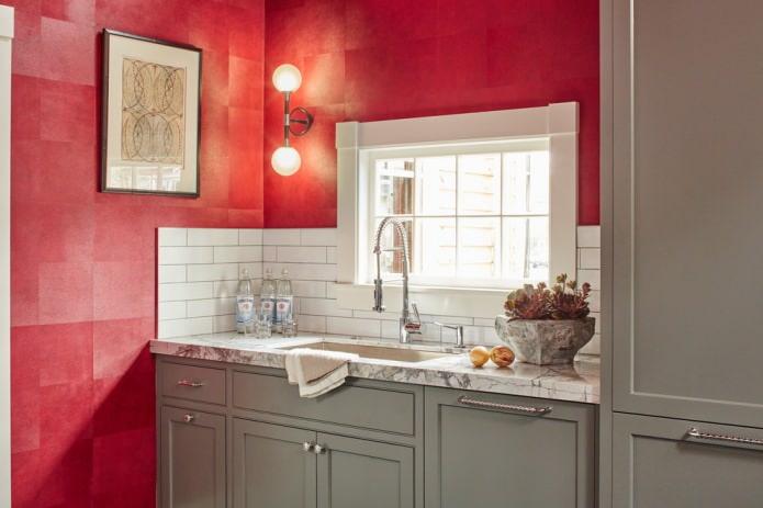 Красно-серо-белый интерьер кухни