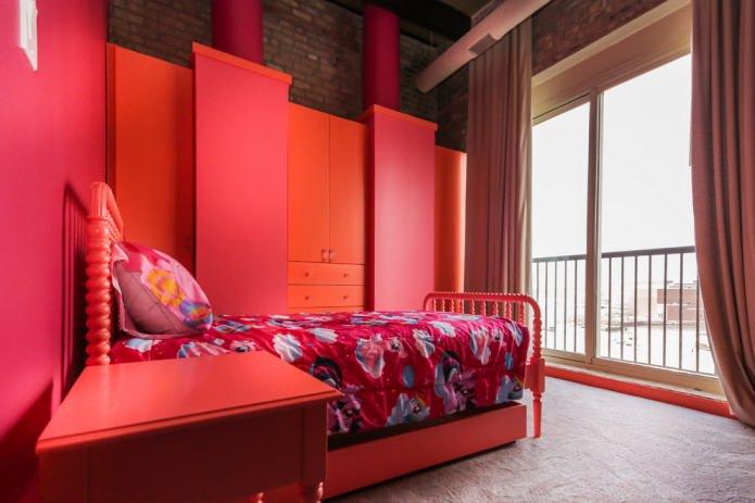 красная мебель в детской