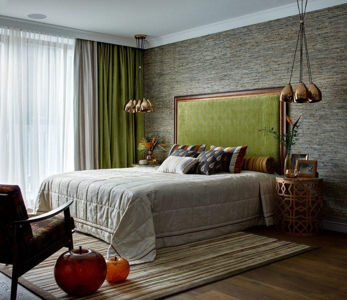 серо-зеленый интерьер с двойными шторами и тюлем