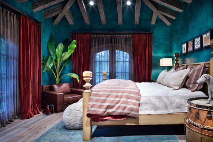 Вуаль на шторах в спальне