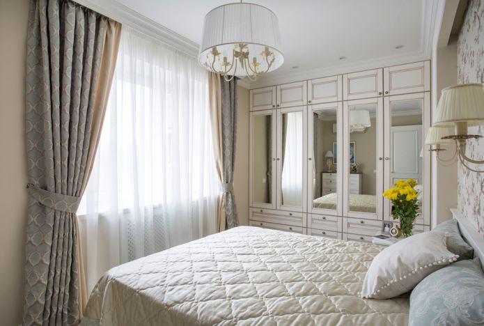 портьеры и тюль подобраны под тон маленькой спальни