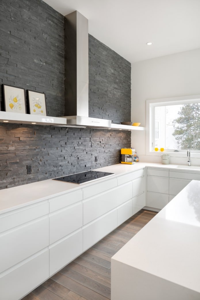 серый камень на кухне