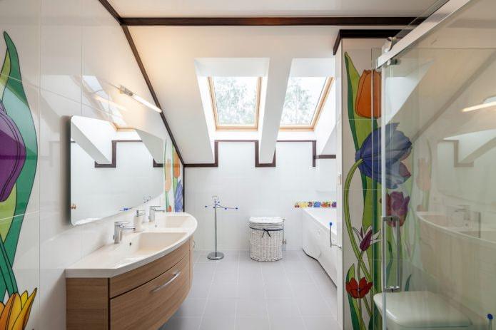 Современный стиль в мансардной ванной