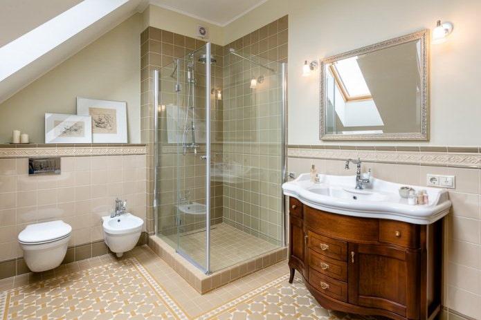 Классика в мансардной ванной