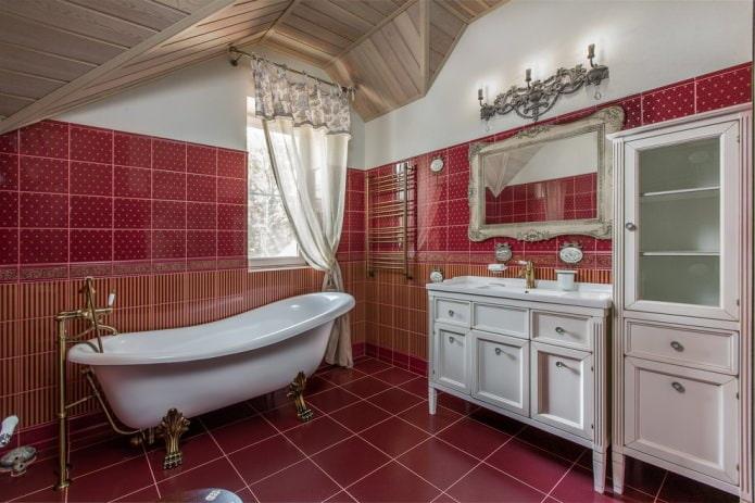красная мансардная ванная