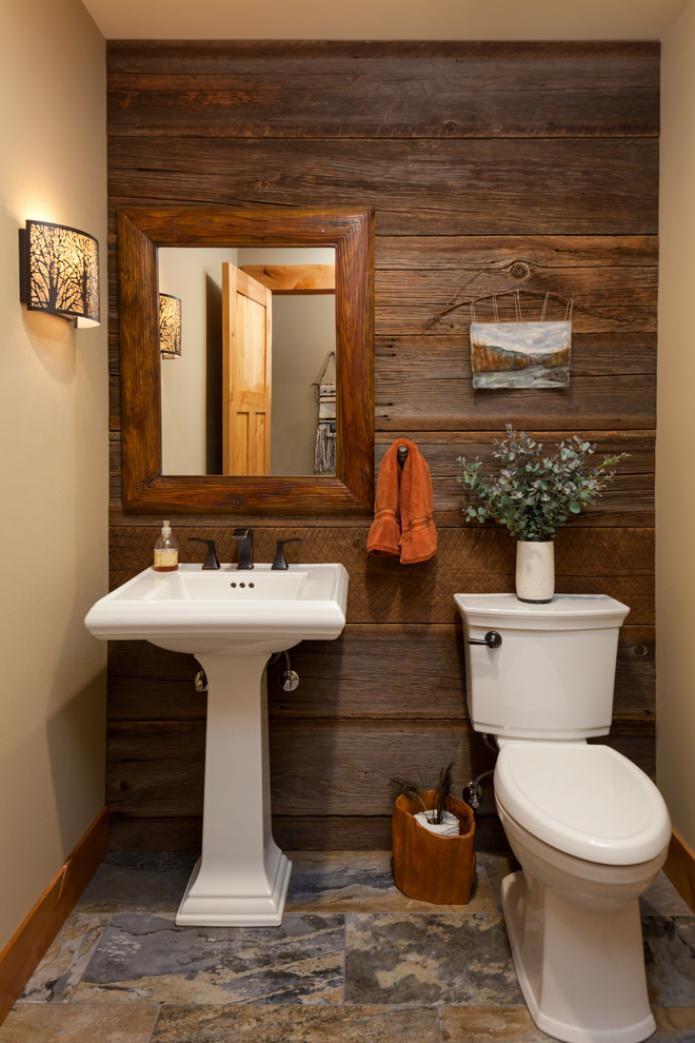 деревянная отделка стен в туалете