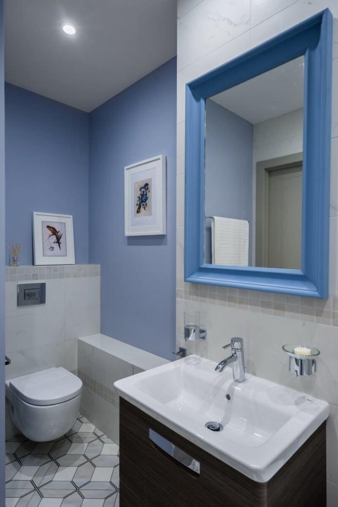 голубые стены в туалете