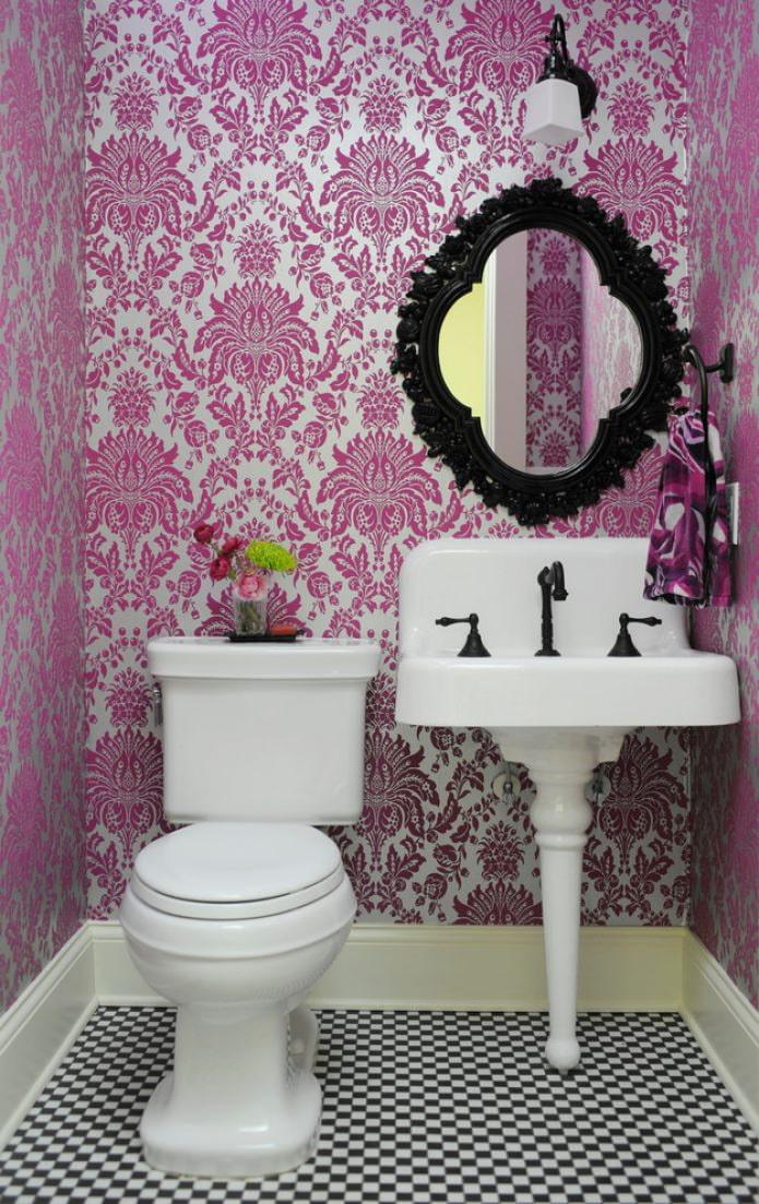 декоративное зеркало в туалете