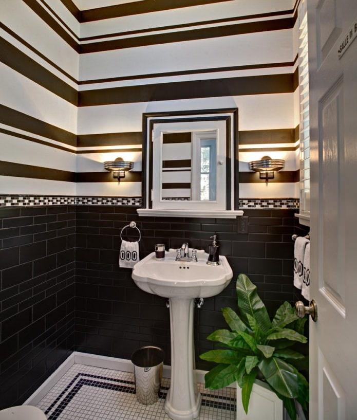 Черно-белый цвет в туалете
